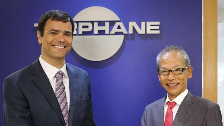 José Bosco Silveira Jr., Presidente de Terphane, y el Presidente de Toyobo en Brasil, Yukihiko Minamimura, en la oficina de Terphane en São Paulo/Brasil.