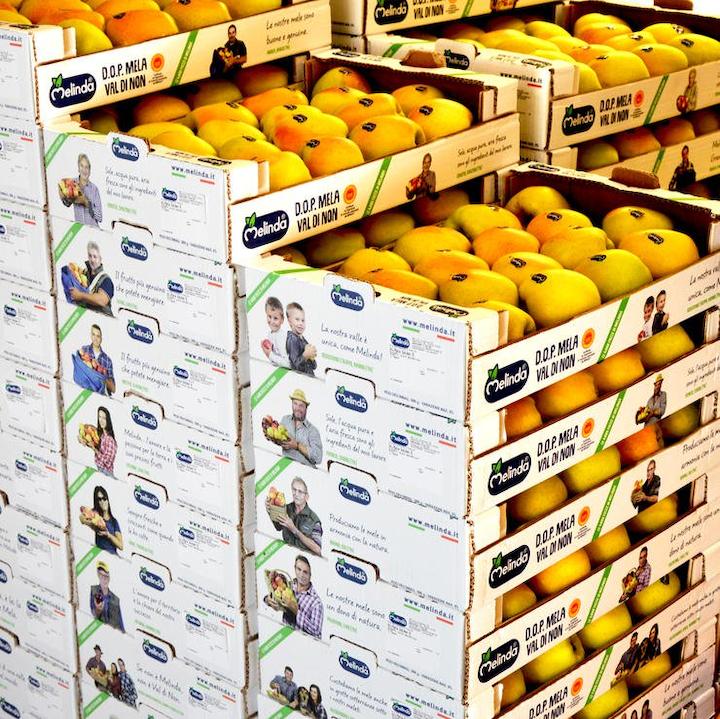 1000 cajas de manzanas personalizadas de Melinda Apples en Italia.