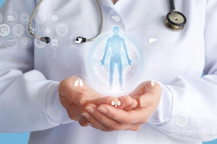 Cuatro años después de su introducción a la industria farmacéutica, la impresión 3D ha pasado de ser posible a ser la tecnología que está cambiando el juego en el sector farmacéutico.