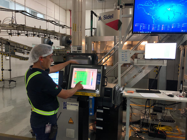 El sistema de control automatizado del moldeado por estirado-soplado Process Pilot ha sido fundamental para optimizar la producción y la calidad de las botellas de PET de ALPLA.
