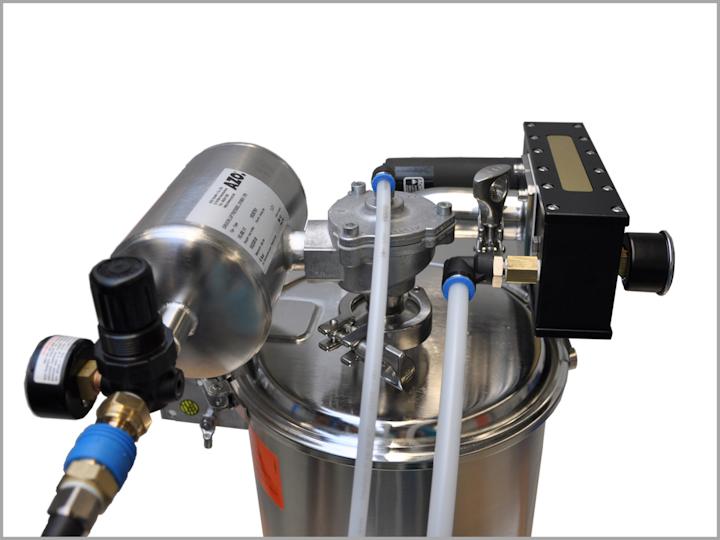 Transportador PPV, utilizado para la alimentación segura de máquinas de procesamiento, mezcladoras o reactores con polvos de flujo libre o sólidos granulares.