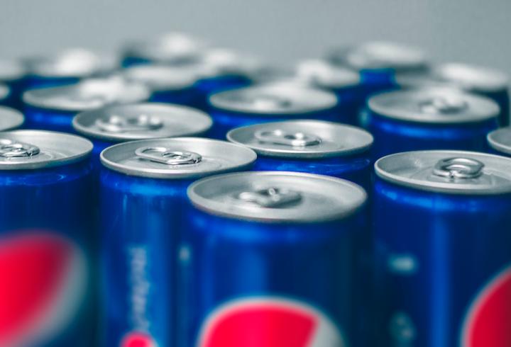 La creciente preocupación de los consumidores de bebidas carbonatadas por su alto contenido de azúcar y la entrada de nuevas categorías en el segmento de bebidas, han afectado el desempeño de las compañías productoras en México que para 2018 registraron un crecimiento en valor de 11% y del 1% en volumen. de Ja San Miguel on Unsplash