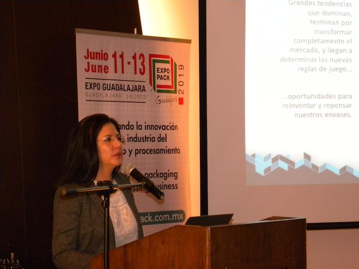 Con la aclaradora conferencia El empaque y su futuro, la directora de Medios para América Latina de PMMI, Lilián Robayo, presentó los retos y oportunidades que abren las grandes tendencias para todos los participantes de la cadena de valor de empaque.