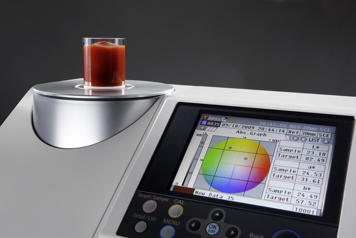 Espectrofotómetro CM5 de Konica Minolta.