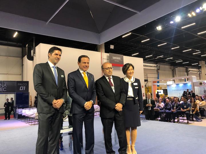 En el evento de apertura oficial de FispalTec, de izquierda a derecha aparecen Marco Basso, CEO de Informa; Joao Doria, Gobernador del Estado de Sao Paulo; Luis Madi, director de asuntos institucionales del Instituto de Tecnología de Alimentos; y Clelia Iwaki, directora de Fispal Tecnología.