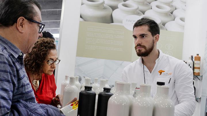 EXPO PACK Guadalajara recibirá a cerca de 16.000 profesionales quienes acudirán a conocer la oferta tecnológica de más de 800 empresas proveedoras de tecnologías y servicios.