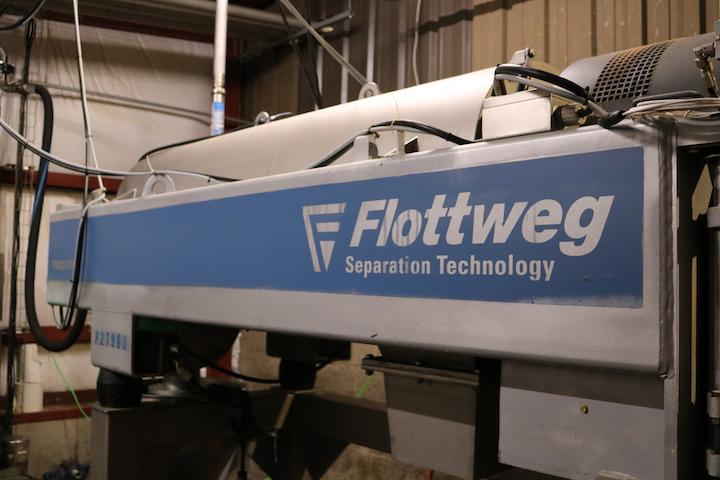 JTM Food Group procesa cerca 35.000 galones de aguas residuales al día utilizando el Tricanter, que simultáneamente separa las aguas residuales en tres componentes: grasa, agua y sólidos. Foto cortesía de Flottweg.