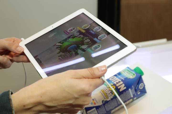 A través de la realidad aumentada Tetra Pak® cuenta cuáles son las credenciales ambientales de sus envases y por qué es posible que los productos contenidos en ellos no requieran conservantes ni aditivos.