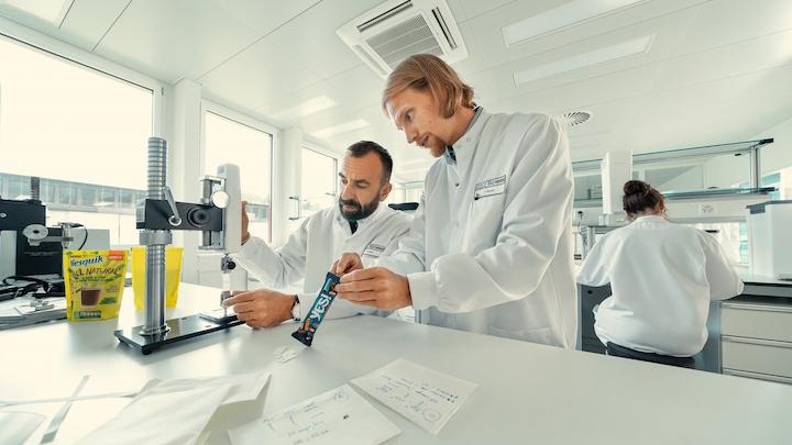El nuevo instituto de Nestlé se enfoca en áreas de ciencia y tecnología, tales como envases reutilizables, materiales de embalaje simplificados y reciclados, papel barrera de alto rendimiento, así como materiales de base biológica, compostables y biodegradables.