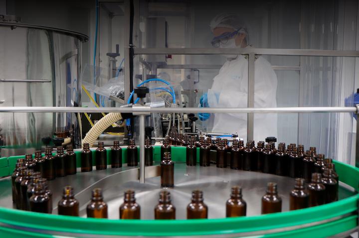 La empresa cuenta con una planta de extracción de primera línea con capacidad para procesar 24.000 kilogramos de flor seca y aumentará su capacidad a 324.000 kilogramos por año a principios de 2020.