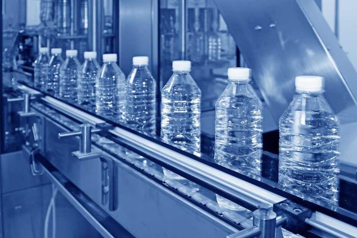 Las cifras de producción y ventas demuestran el peso que la industria de bebidas tiene dentro de la economía colombiana: en 2018 el valor de la producción alcanzó los 14,7 billones de pesos, de acuerdo con los datos de la Encuesta de Opinión Industria Conjunta (EOIC) que realiza mensualmente la Asociación Nacional de Empresarios de Colombia (ANDI).