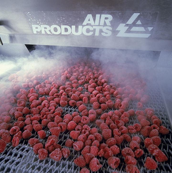 La refrigeración criogénica puede alcanzar temperaturas considerablemente más frías y enfriar productos mucho más rápido que la refrigeración mecánica.