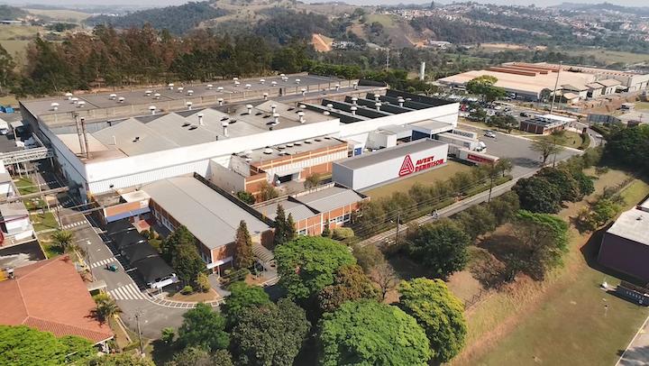 La inauguración de la nueva planta, que representa un paso muy importante en el crecimiento de la industria 4.0 en Suramérica, con sede en la localidad de Vinhedo, Sao Paulo, está prevista para el próximo año.