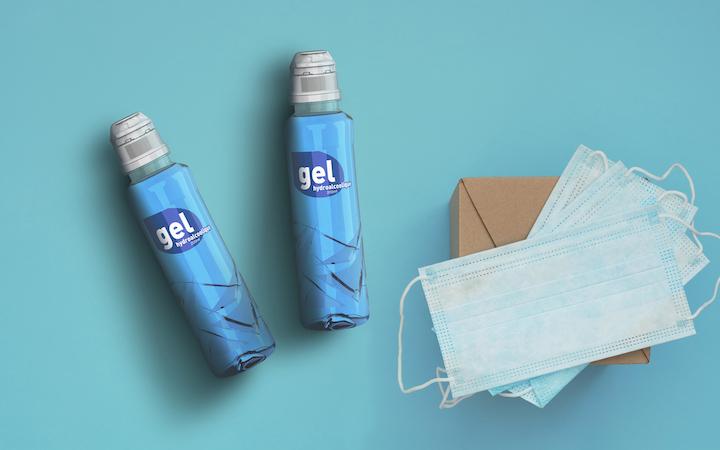 Las botellas de 500 ml, destinadas a los hospitales, no se ajustaban a la demanda de las personas, por lo que Sidel diseñó y fabricó envases de 200 ml, más cómodas para el uso individual, que han comenzado ya a distribuirse.