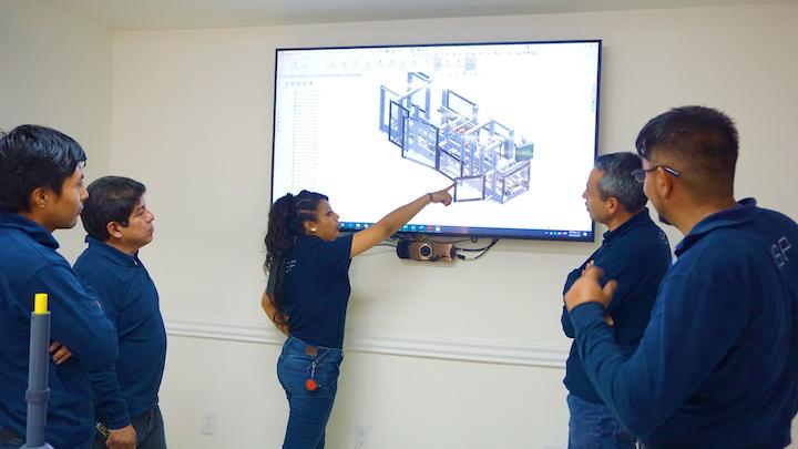 Después de la venta de las soluciones en las plantas de sus clientes, ISP Latinoamérica ofrece servicios de auditorías de las máquinas y sistemas, lo mismo que asesoría en los trámites de importación, instalación e integración de proyectos complejos.
