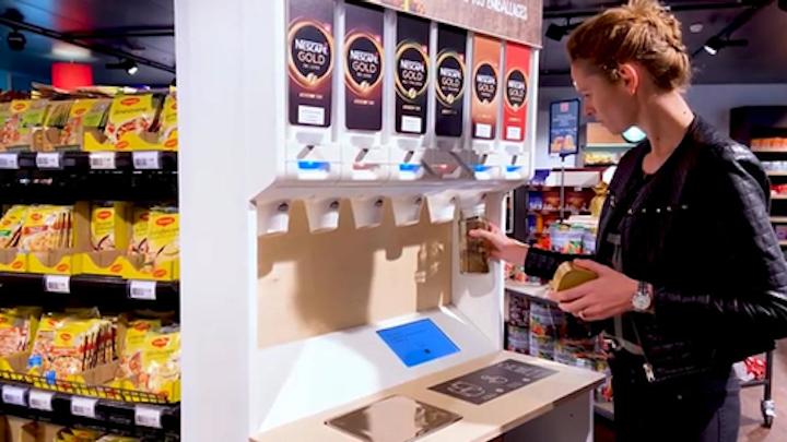 Nestlé está probando dispensadores reutilizables y recargables para alimentos para mascotas y productos de café soluble como parte de sus esfuerzos para reducir los empaques de un solo uso.