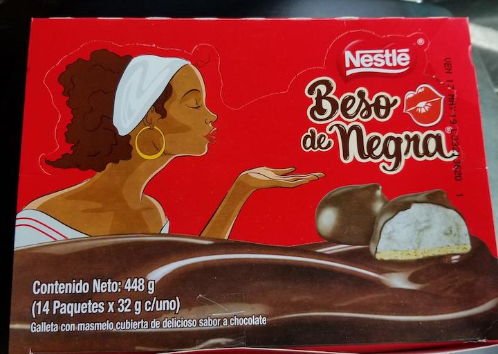 Tradicional dulce de masmelo y galleta, cubierto con chocolate, Beso de Negra, que Nestlé ha producido en Colombia por casi cuarenta años.