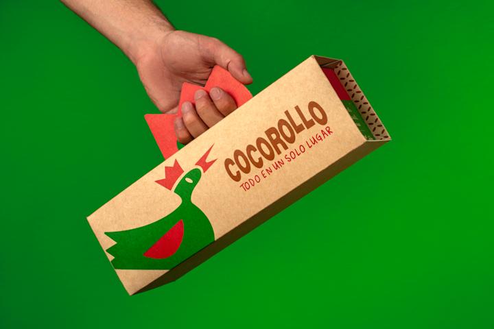 imasD rediseñó de forma estratégica los empaques de Cocorolló, tanto gráfica como estructuralmente, para generar un menor impacto ambiental y recrear la esencia de una marca que lleva comida tradicional de Antioquia, Colombia, a los hogares.