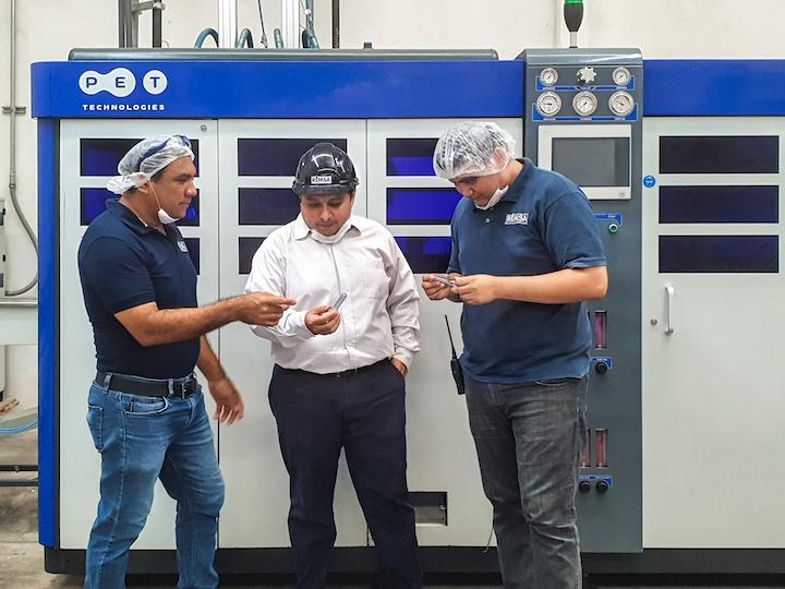 Con la tecnología de soplado instalada, REMSA ha alcanzado uno de sus primeros logros en el aligeramiento: fabricar una botella de 15,5 gramos de peso que lleva un año en el mercado y que puede utilizarse para cualquier bebida no carbonatada.