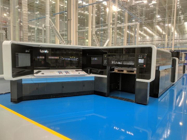 Imprimiendo en formatos B1 (75 x 105 cm), la nueva prensa produce 6.500 pliegos por hora, velocidad que puede ser incrementada mediante una actualización.