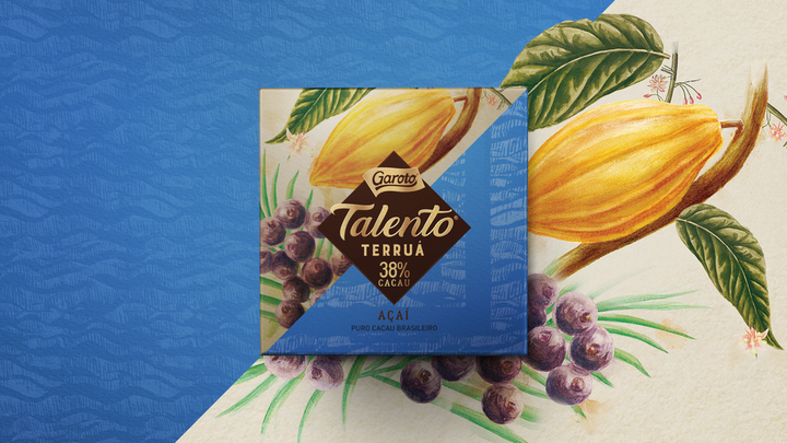 En el diseño del empaque para Talento Terruá de Garoto se utilizaron patrones sensoriales inspirados en cada sabor, así como una paleta de color natural que refiere a los orígenes orgánicos del cacao utilizado, y papel texturizado que coincide con la superficie de la fruta, aportándole al empaque un componente sensorial adicional.