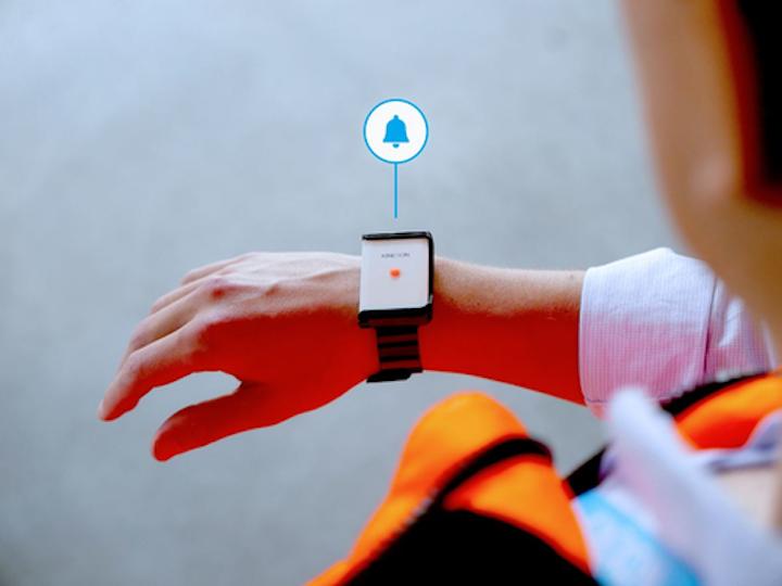 El Kinexon SafeTag portable le advierte al usuario, de forma audible y visual, cuando la distancia física con otro empleado se ha visto comprometida.