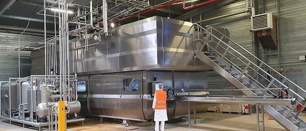 La máquina in-Bulk Hiperbaric 525 procesa el doble de producto de bebida por ciclo que el equipo HPP in-Pack tradicional.