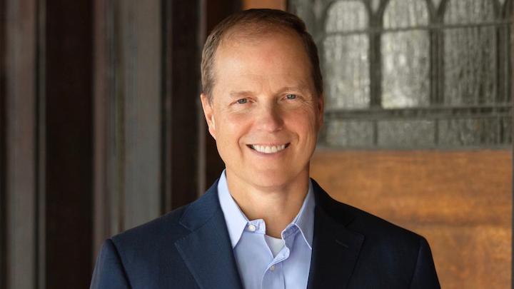 """Mark W. Johnson, conocido por el desarrollo de su estrategia 'hacia el futuro', es socio senior de Innosight y coautor del libro recientemente publicado: """"Lead from the Future, How to Turn Visionary Thinking into Breakthrough Growth""""."""