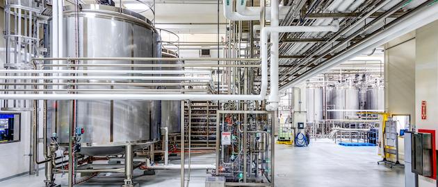 Hixson diseñó renovaciones y una nueva línea para la planta de Abbott Nutrition en Tipp City, Ohio. La instalación cuenta con llenado aséptico bajo en ácido a más de 800 bpm, áreas de almacenamiento segregadas, tecnologías de esterilización de vanguardia y líneas de producción y envasado altamente flexibles.