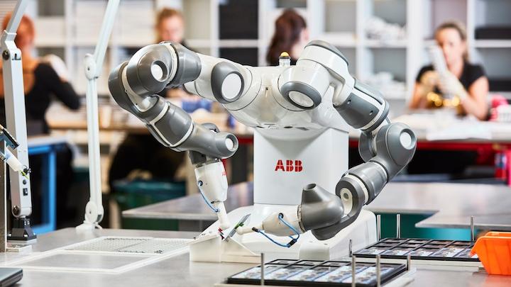 El robot colaborativo YuMi de doble brazo de ABB se promociona como el primer robot verdaderamente colaborativo del mundo.