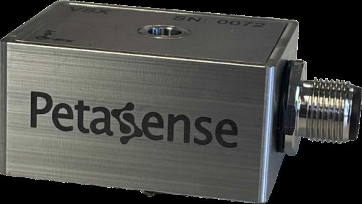 Se dice que el sensor de vibraciones VSx de Petasense es el primer sensor industrial tres en uno que combina funciones de detección de vibración, temperatura y velocidad.
