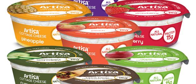 Nuevo empaque transparente de una porción de queso cottage con fruta de Artisa (Smith Dairy Products Co., Orrville, Ohio, EE. UU.)